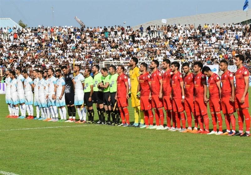 حاشیه دیدار ملوان - سپیدرود، درگیری تماشاگران دو تیم با هم و نیروی انتظامی با طرفداران ملوان!، بازی دوباره آغاز شد